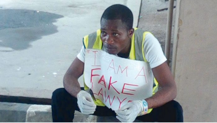 Fake counsel for suspected thief arrested in court
